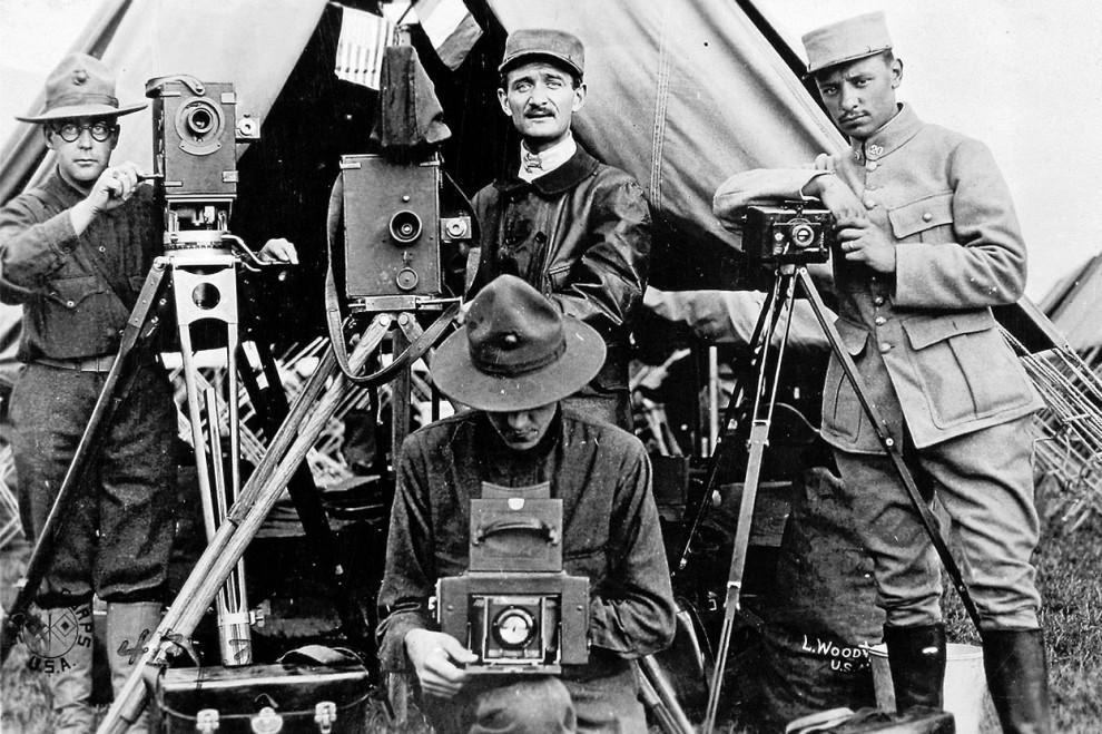 Роль военных фоторепортеров как
