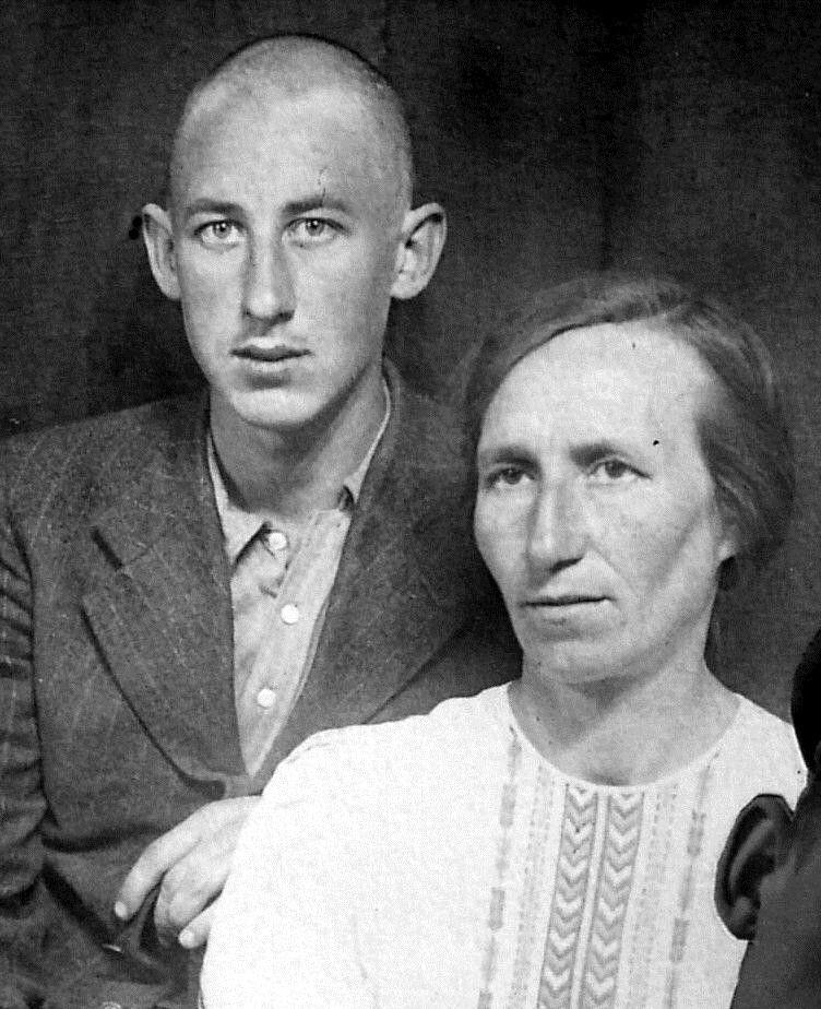 Басов Владимир Павлович с матерью Александрой Николаевной.