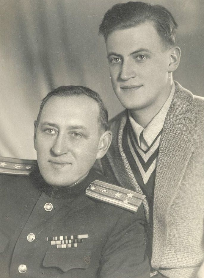 Муромцев Михаил Николаевич (1904 — 1967) с сыном.