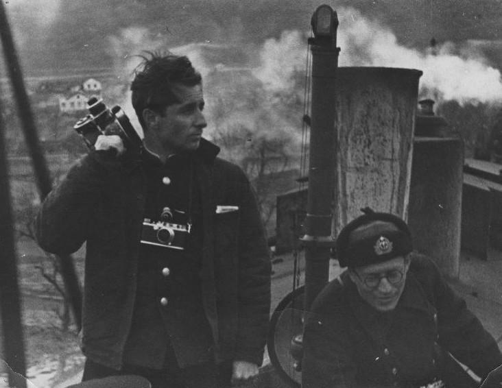 Экспонат #56. Владислав Микоша и Дмитрий Рымарев на бронепоезде «Железняков». 1942 год