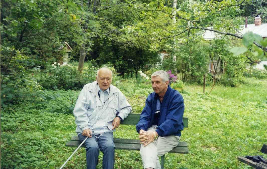 Экспонат #91. С академиком Б.В. Раушенбахом. 2000 год