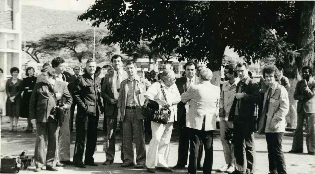 Экспонат #65. Журналисты в Аддис-Абебе (Эфиопия). 1984 год