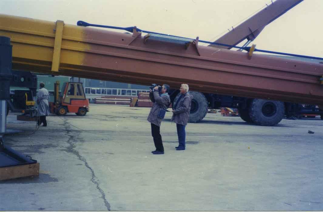 Экспонат #76. С оператором Максимовым на заводе Liebherr (ФРГ). 1987 год