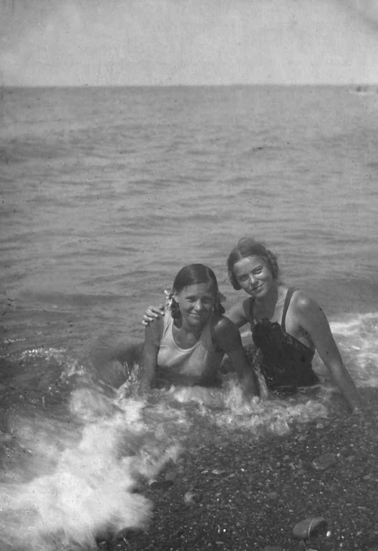 Экспонат #10. На Черном море. пос.Головинка. 1940 год
