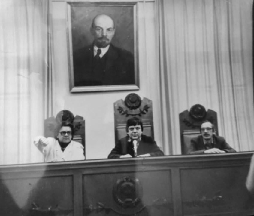 Экспонат #34. Съемочная группа ЦСДФ в зале Военного трибунала. 1991 год