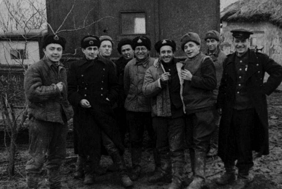 Экспонат #58. Киногруппа Черноморского флота. Севастополь. 1942 год