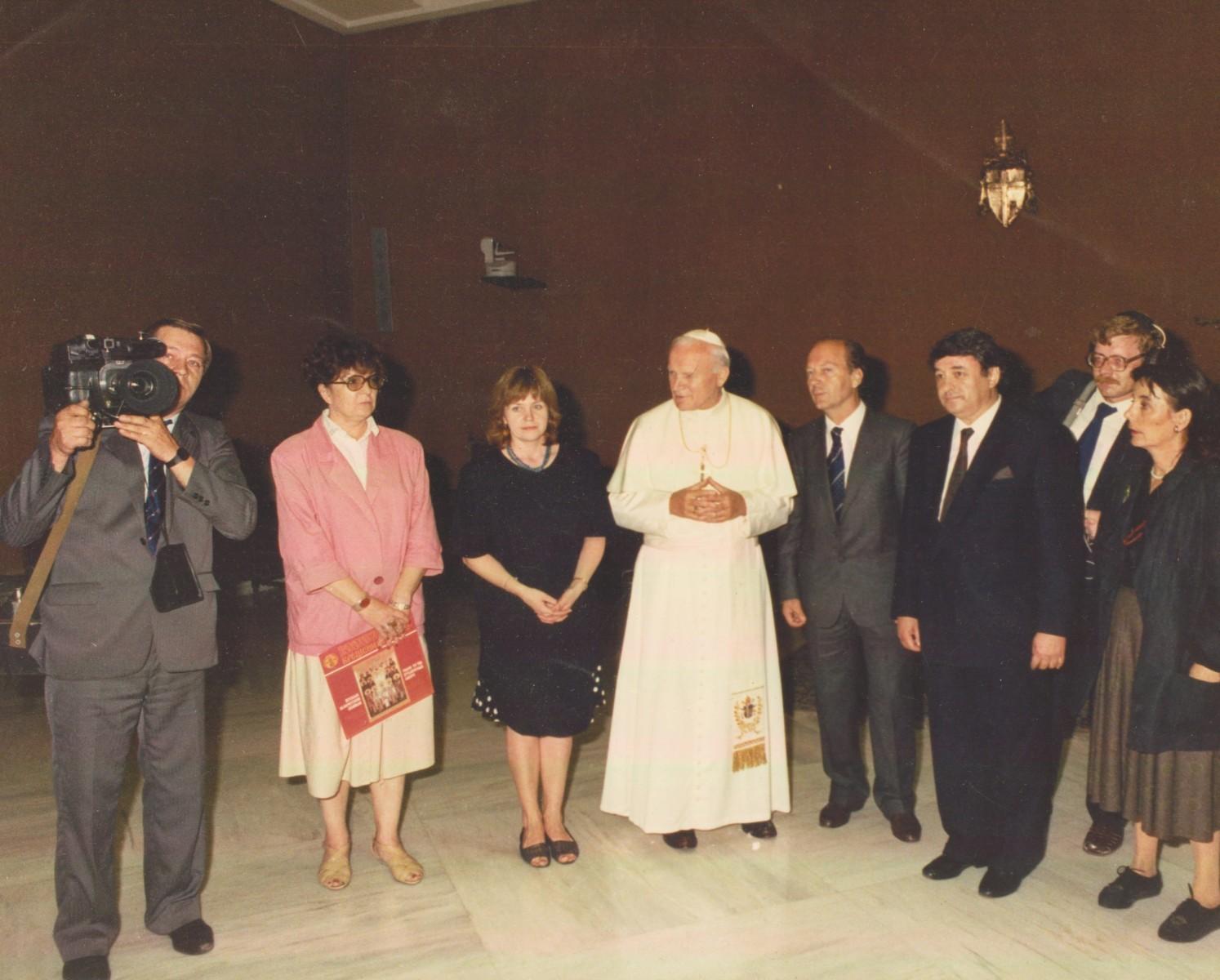 Экспонат #17. Аудиенция сЕго Святейшествомпапой римским Иоанном-Павлом II. Ватикан. 1988 год
