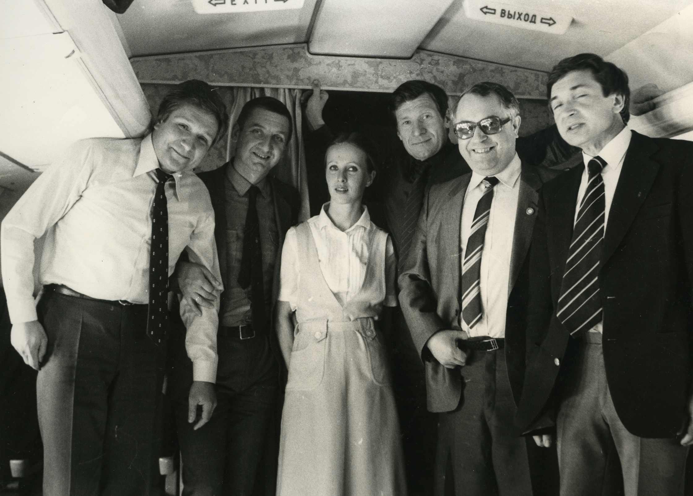 Экспонат #58. Операторы и корреспонденты в салоне самолета. Май 1984 года