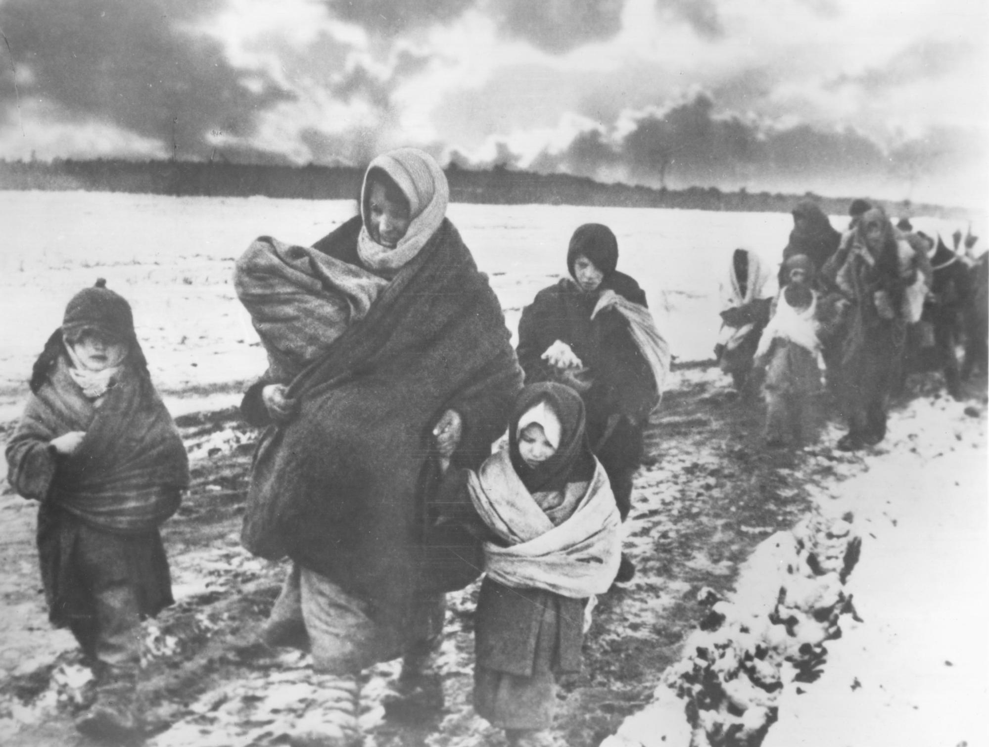 Russian refugees flee from advancing Nazi troops
