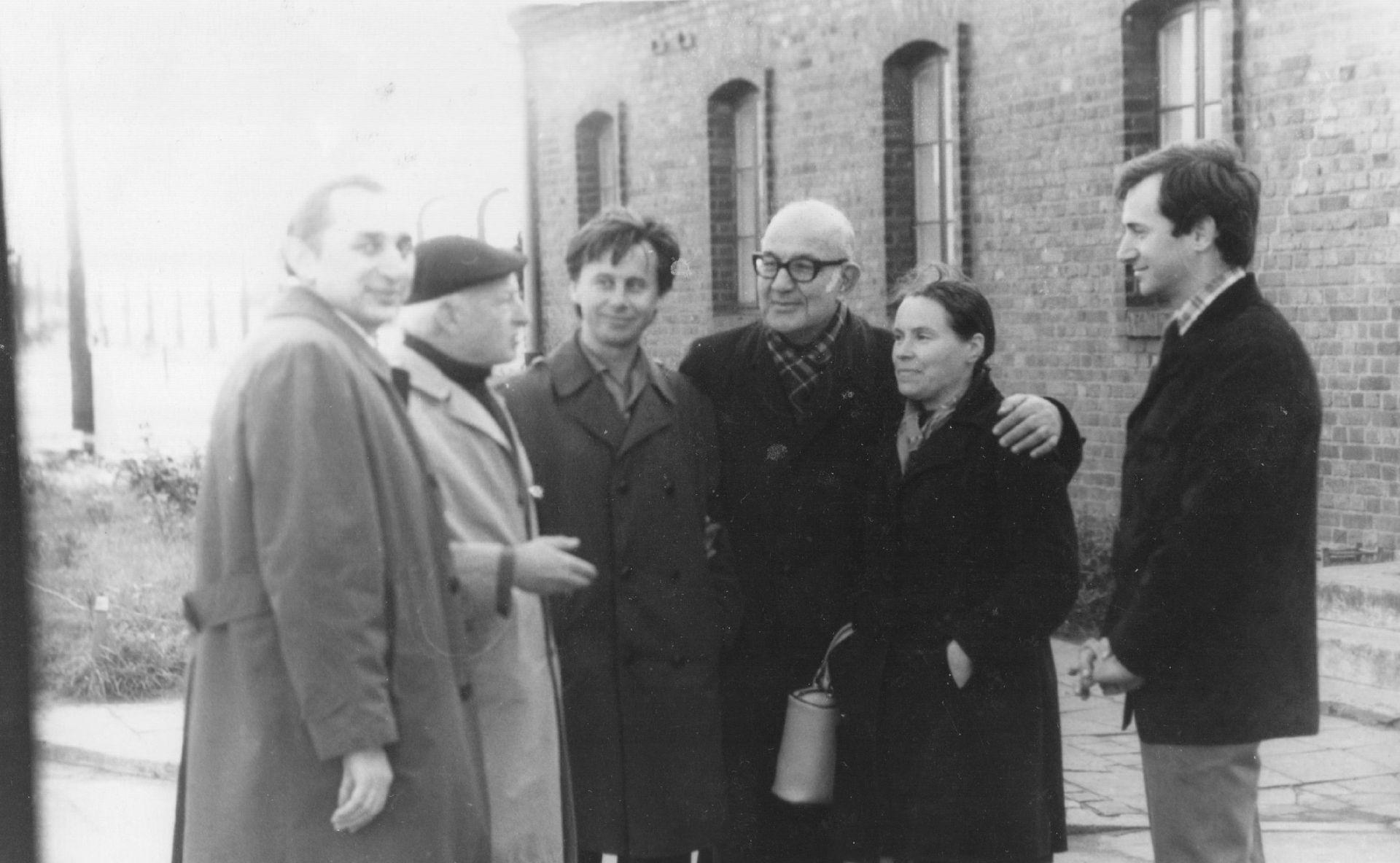 """На съёмках фильма """"Рядом с солдатом"""" (1975)"""