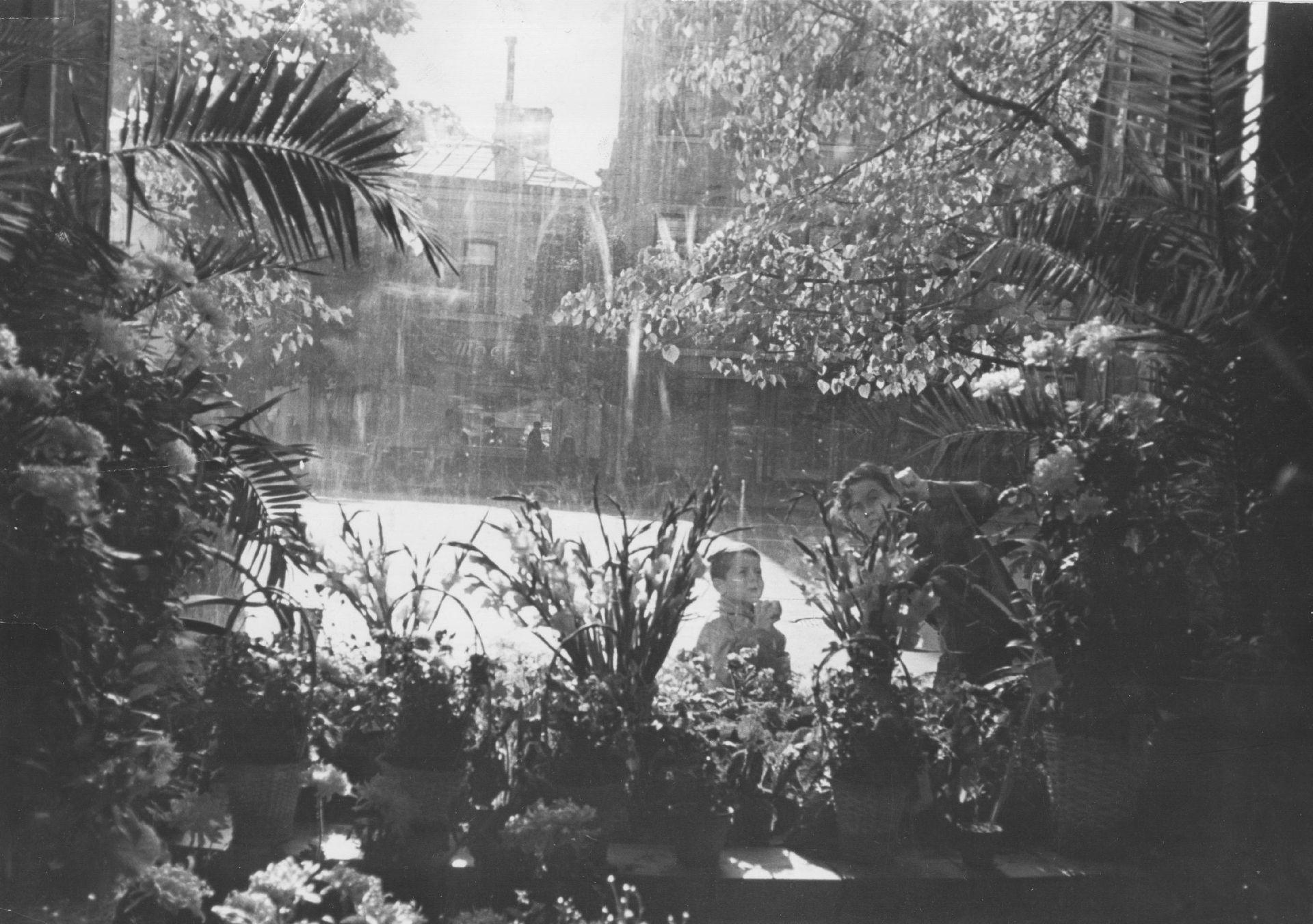 """С сыном Серёжей на съёмках фильма """"Осенние мелодии"""" (1964)"""