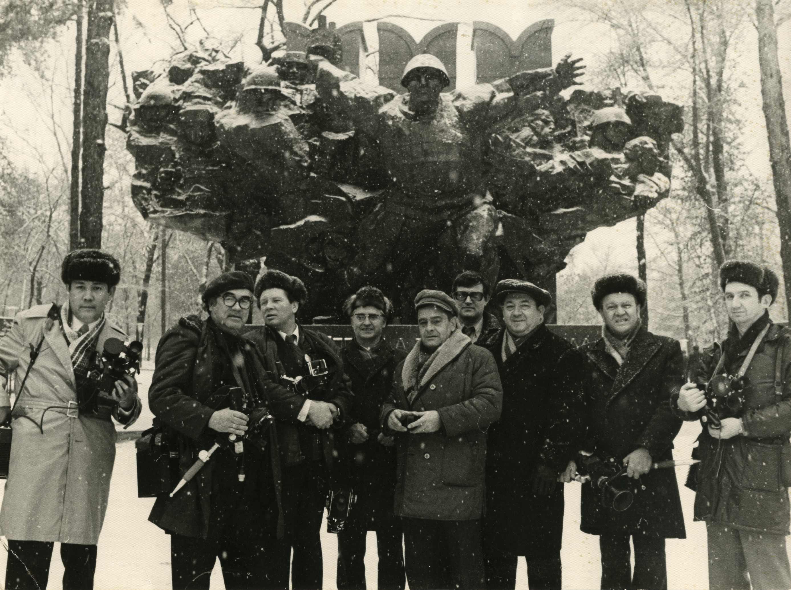 Экспонат #21. Польские корреспонденты и советские операторы в Алма-Ата. 1976 год