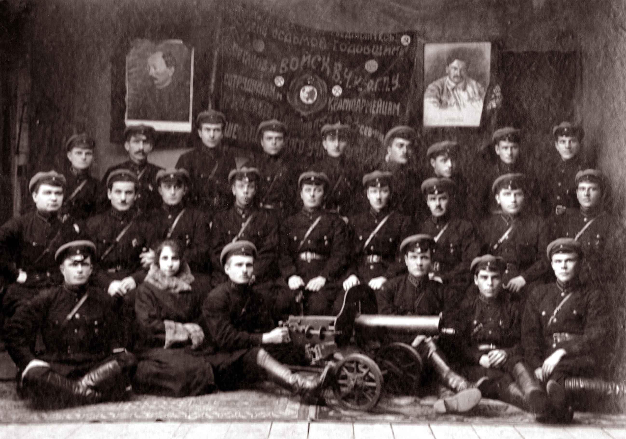 Экспонат #6. Юлий Владиславович Микоша среди бойцов 1-й Конной. 1924-1925 годы