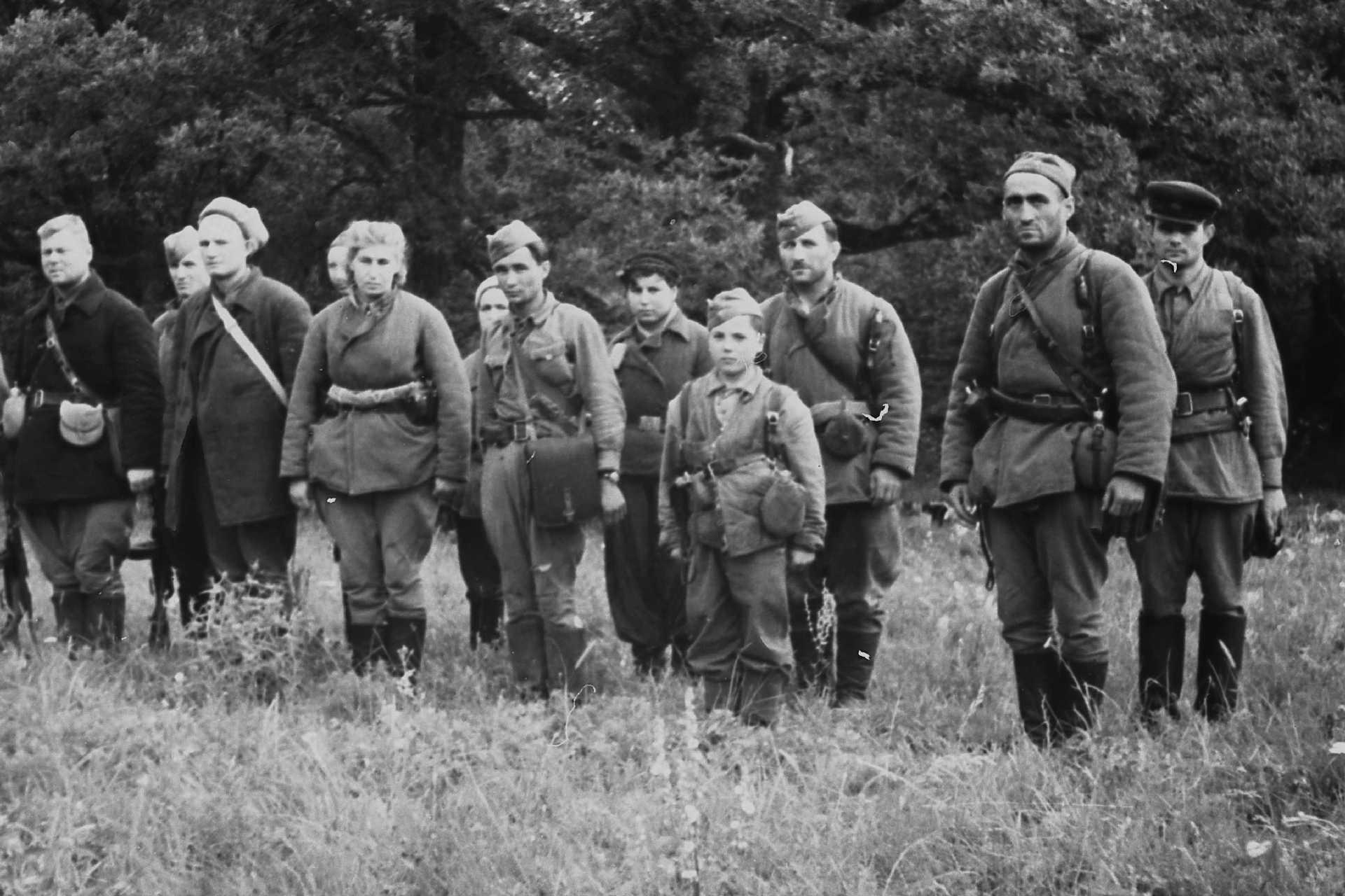 Экспонат #14. Принятие присяги партизанами. Лето 1943 года