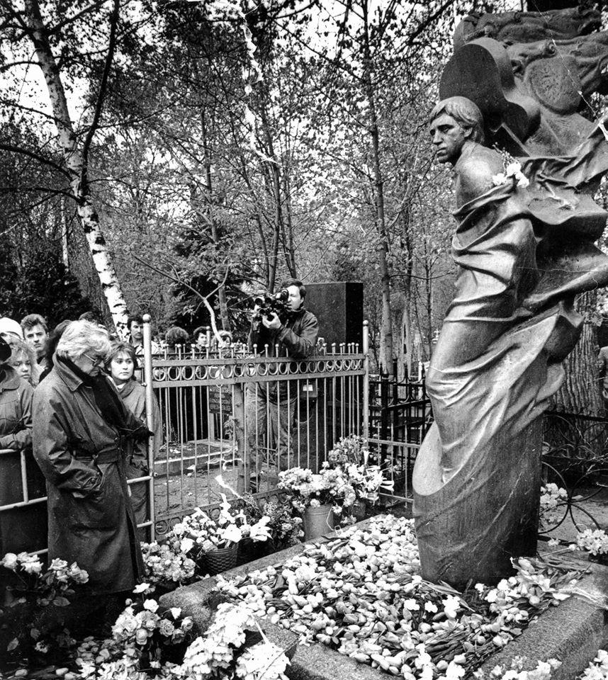 Экспонат #27. Документальный фильм «Юрий Любимов, 5 лет спустя...» (1988)