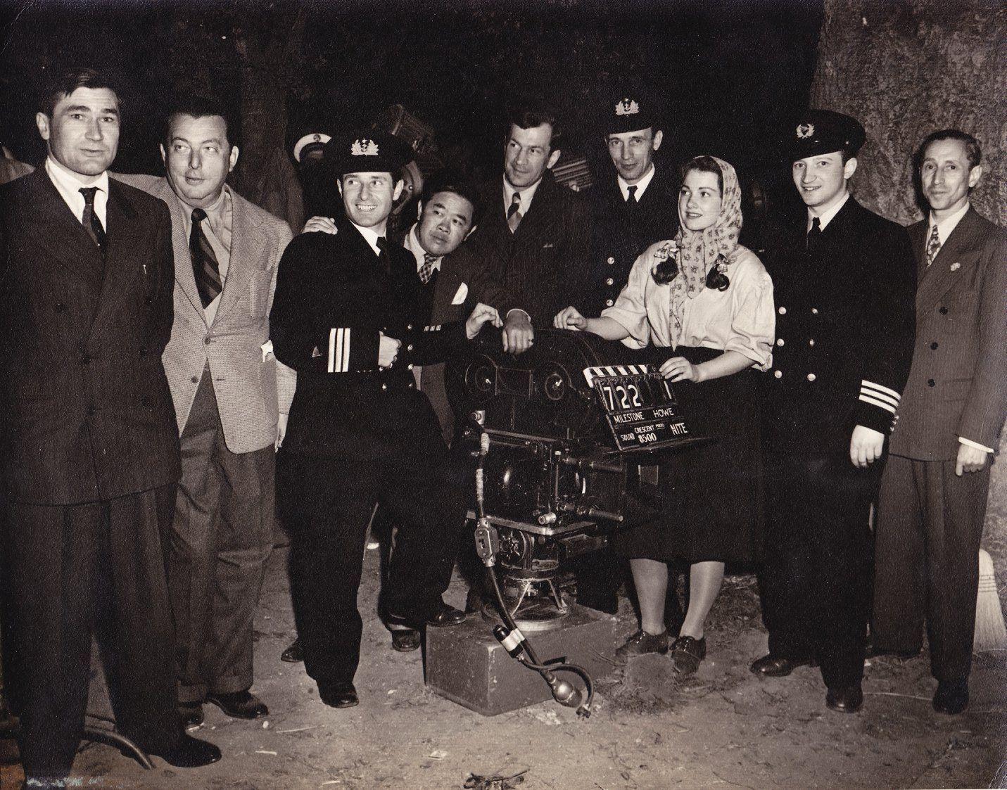 """Экспонат #66. На съёмках кинофильма """"Северная звезда"""". Киностудия «Metro-Goldwyn-Mayer». 1943 год"""