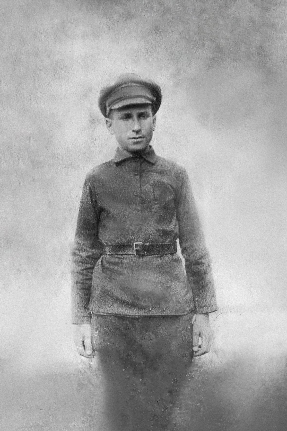 Экспонат #2. Иосиф Хмельницкий — студент Владимирского высшего начального училища в Петрограде