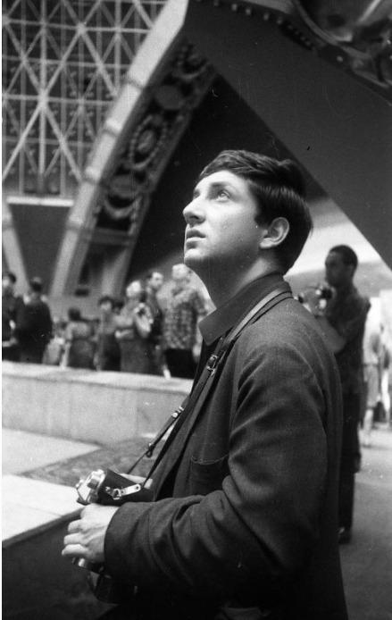 Экспонат #90. Владислав Владиславович Микоша (младший) в павильоне «Космос» на ВДНХ СССР. 1966 год