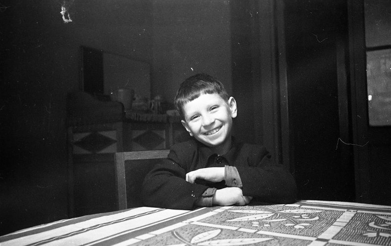 Экспонат #87.  Владислав Витольдович Микоша — будущийоператор кино и ТВ. 1949 год