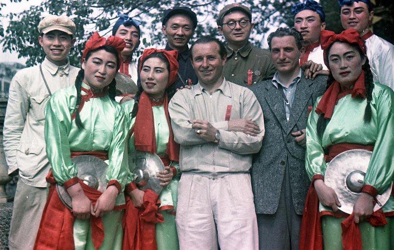 Экспонат #92. С кинооператором Владимиром Цитроном. Китай. 1950 год