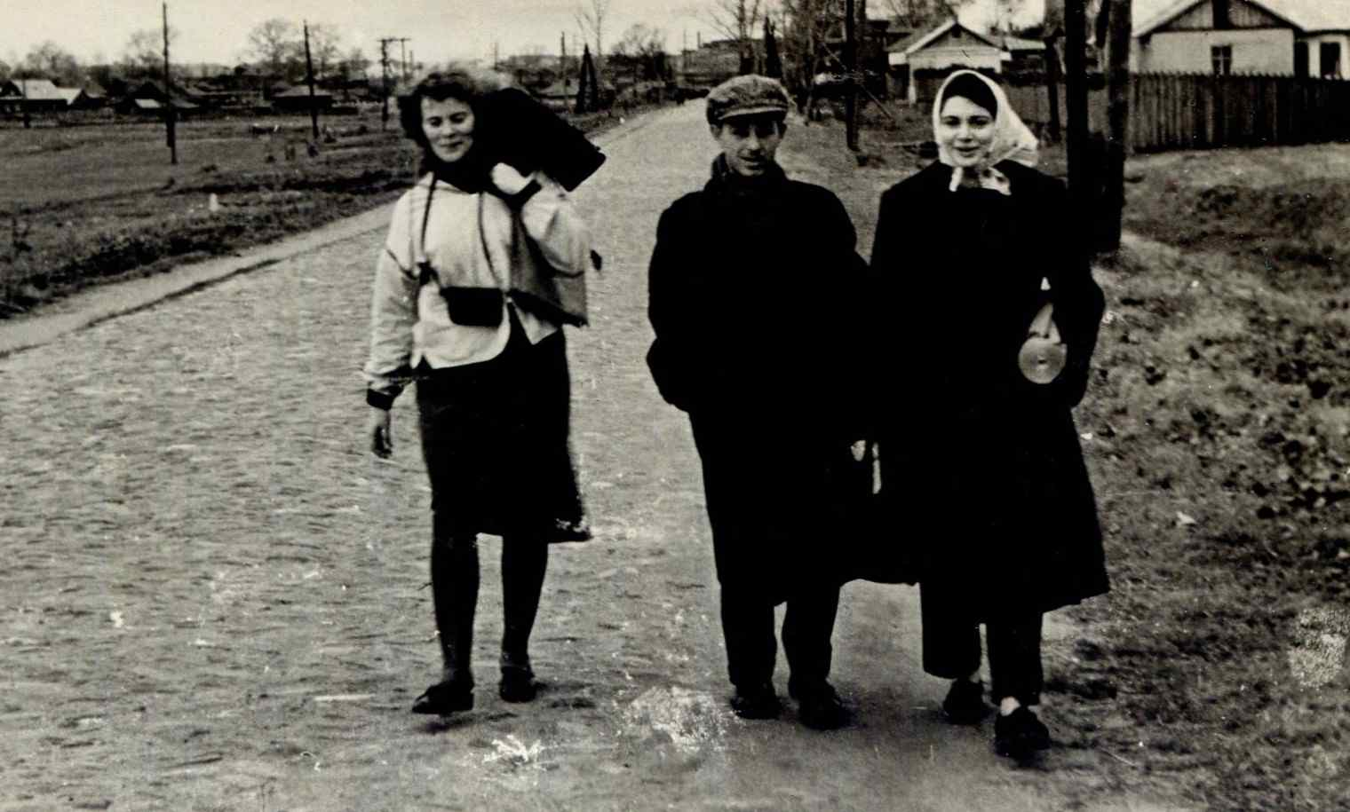 Экспонат #17. Съёмочная группа ВГИКа в Приокско-Террасном заповеднике. 1955-1956 гг.