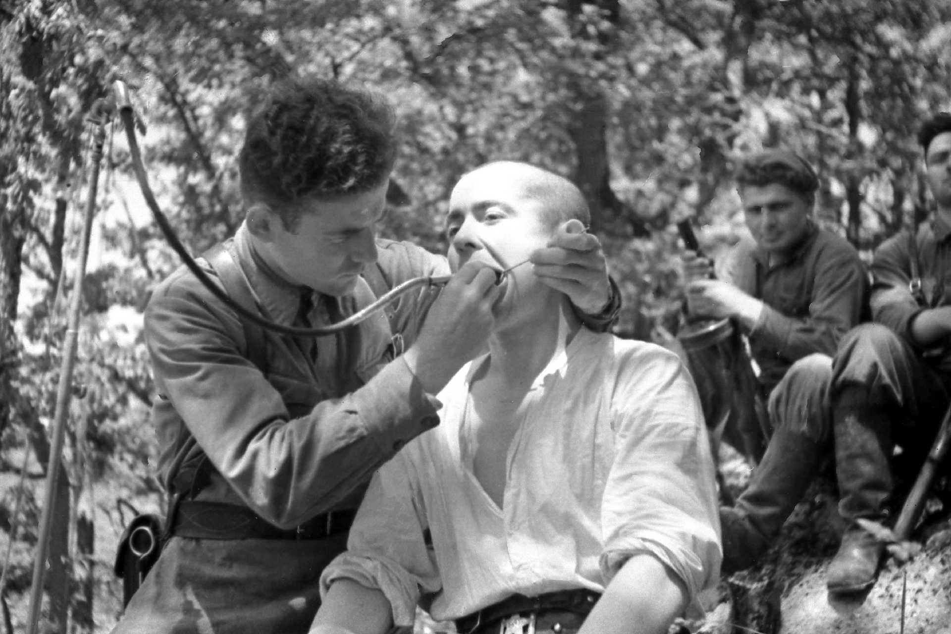 Экспонат #20. Будни партизан. Импровизированный кабинет зубного врача