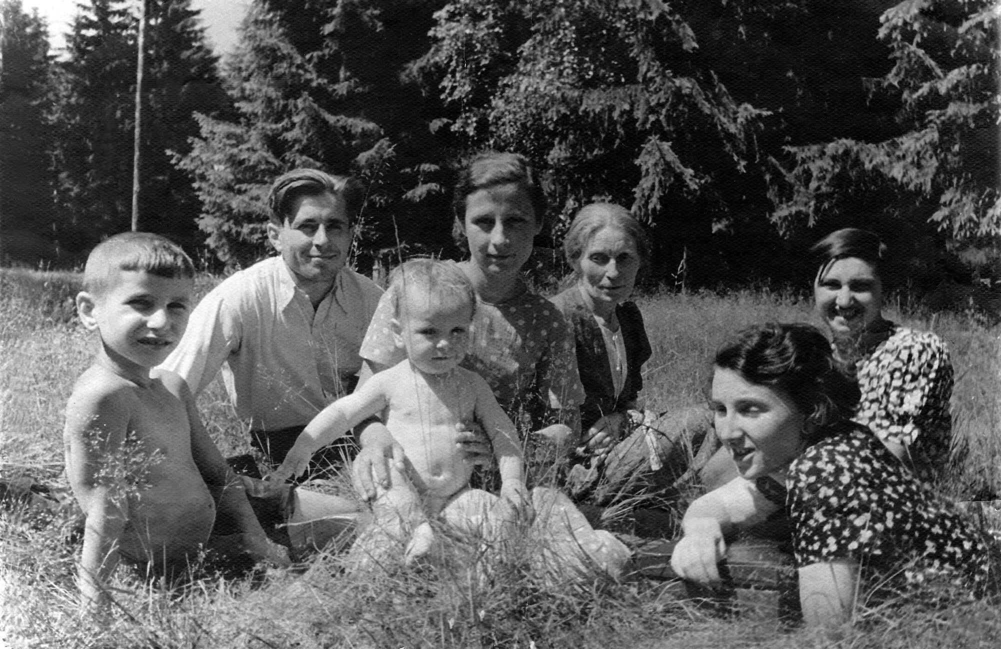 Экспонат #41. Семья Микошей. 1938 год