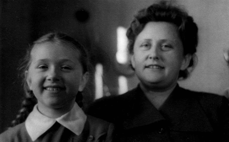 Экспонат #55. Мая Попова с дочерью Алёной