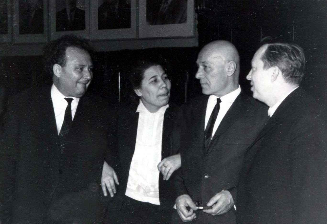 Экспонат #74. И. Стаднюк, З. Алимова, Н. Грибачёв в ЦДЛ. 27 февраля 1968 года