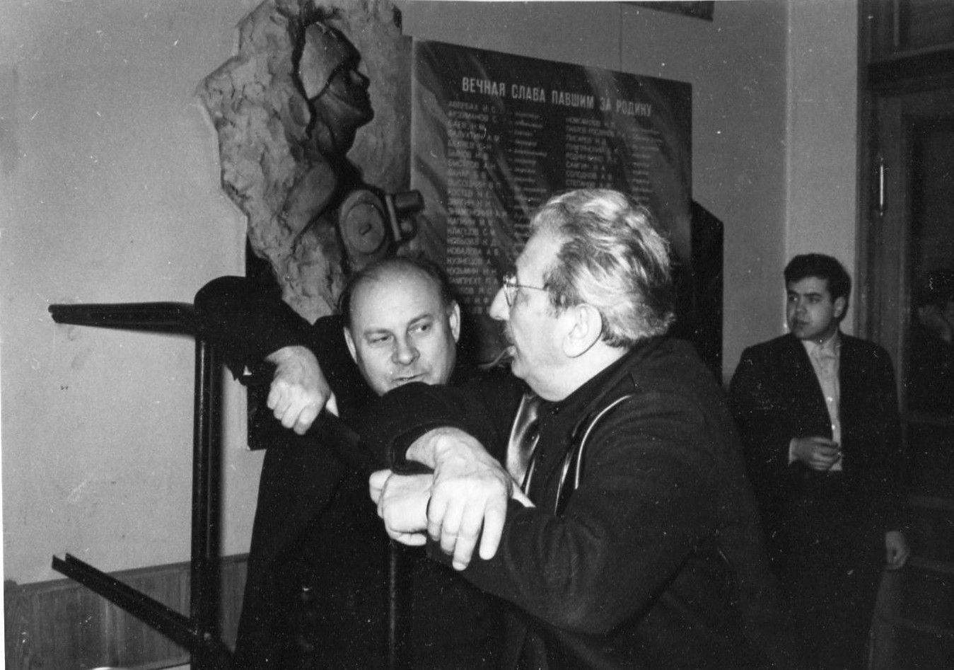 Мемориальная доска в Лиховом переулке, дом 6. ЦСДФ. 1968 год