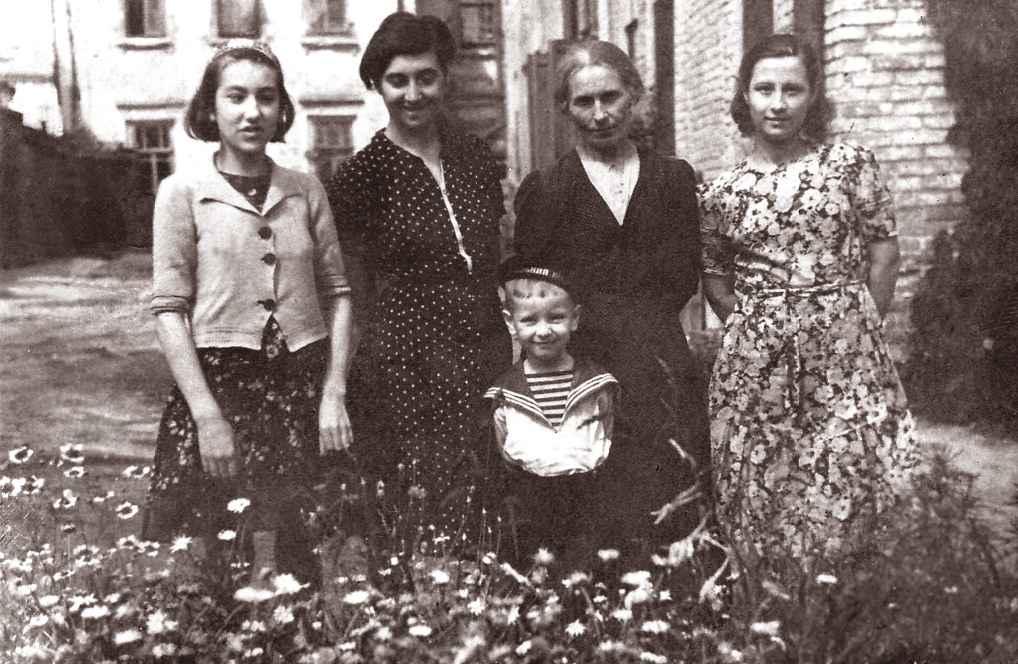 Экспонат #55. В эвакуации в Саратове. 1941 год