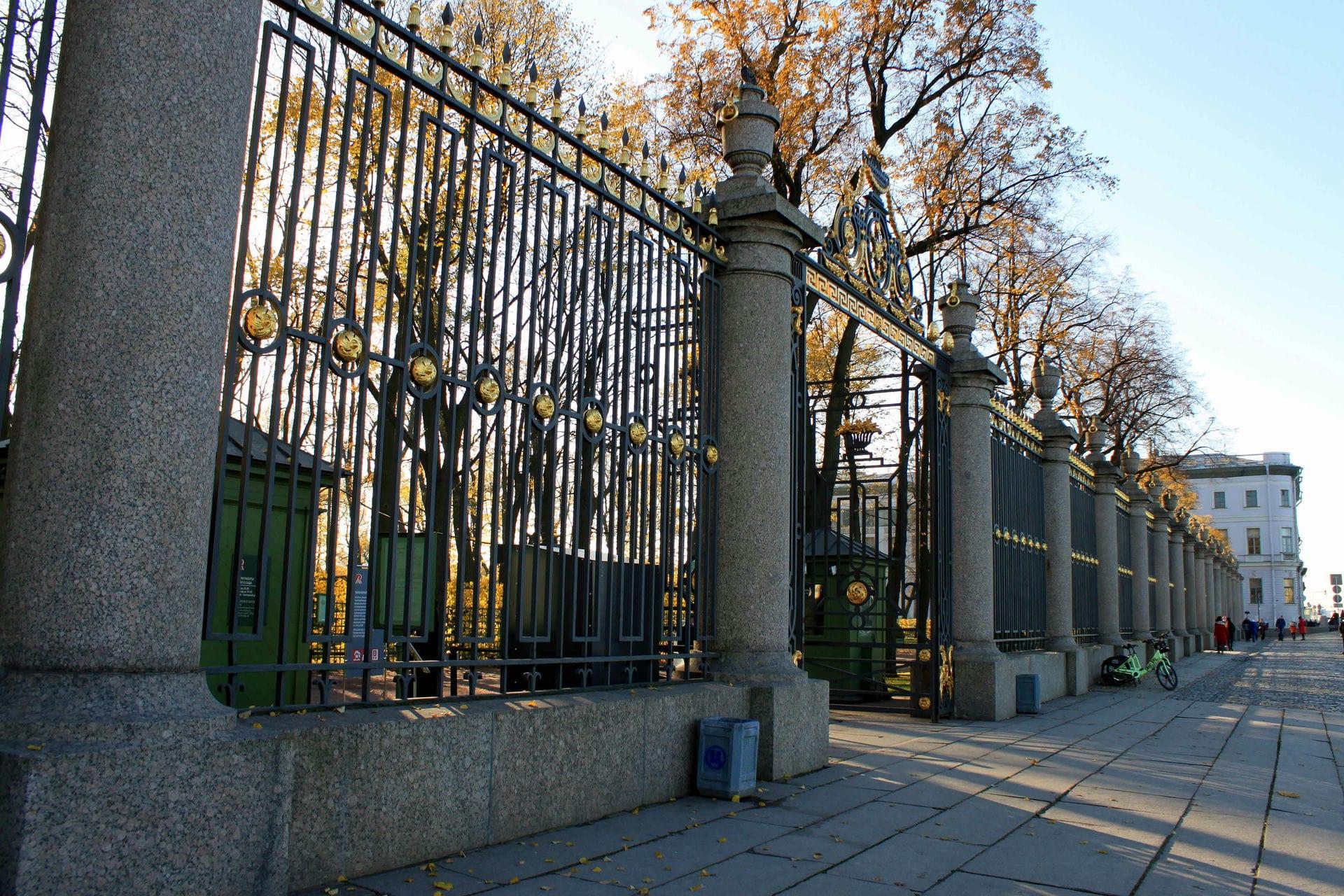 Экспонат #25. «Где лучшая в мире стоит из оград...»