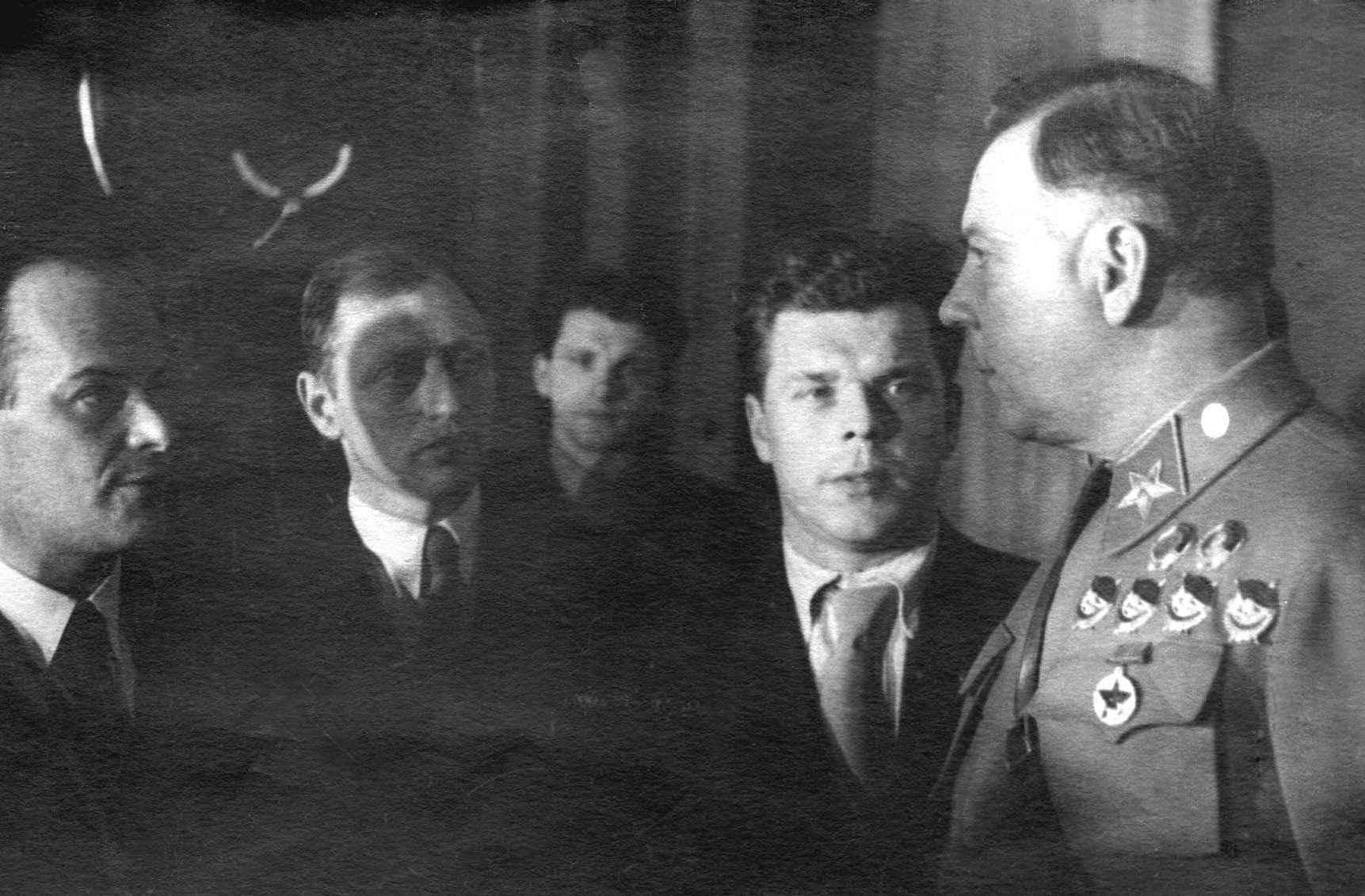 Экспонат #23. С Климом Ворошиловым. 30-е годы.