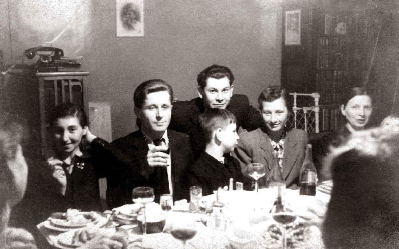 Экспонат #85. На свадьбе. 1947 год