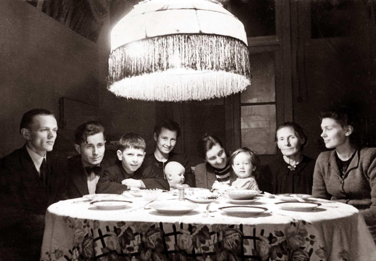Экспонат #86. Семья Микошей— Соколовых. 1949 год