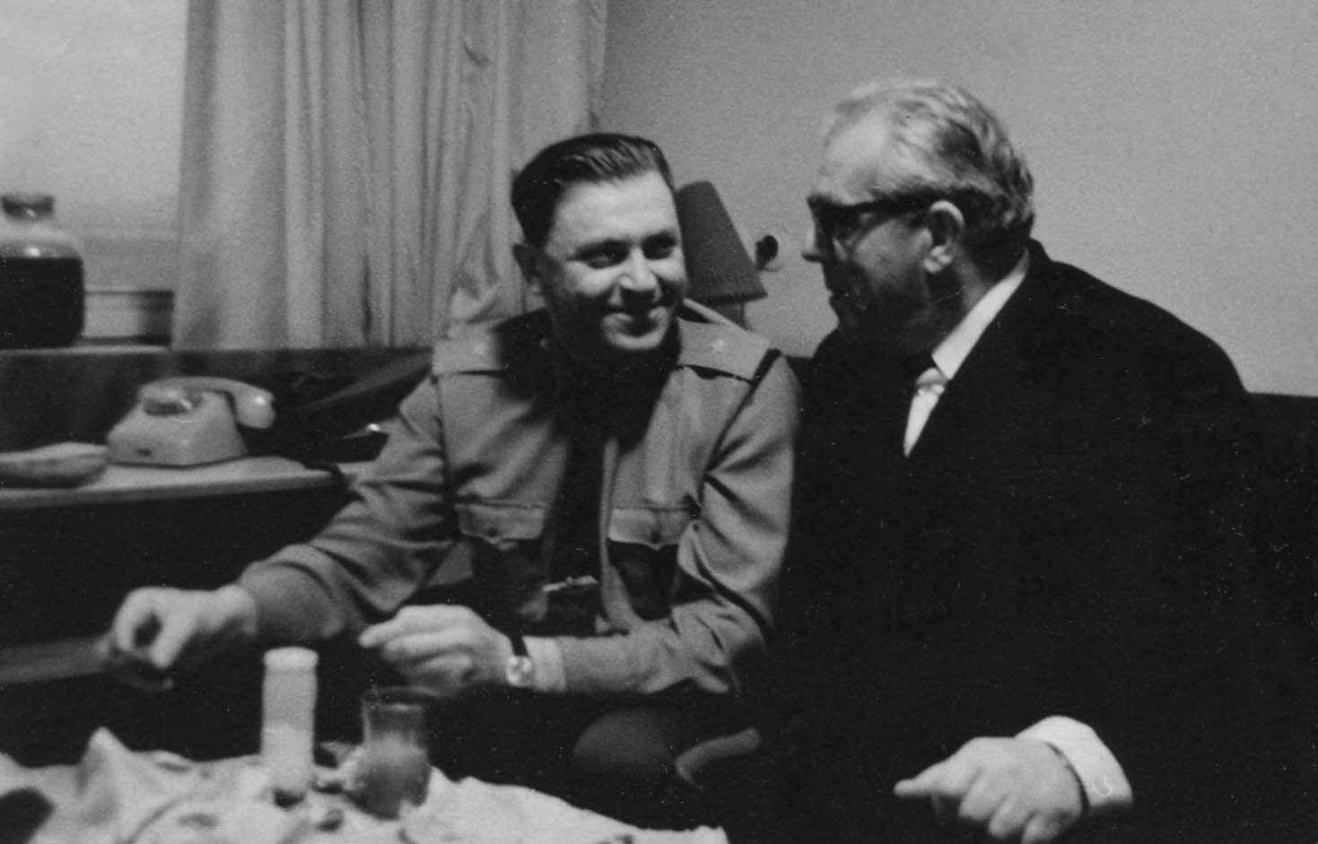 Экспонат #86.С генерал-майором О. Кулишевым. Нач. 70-х годов