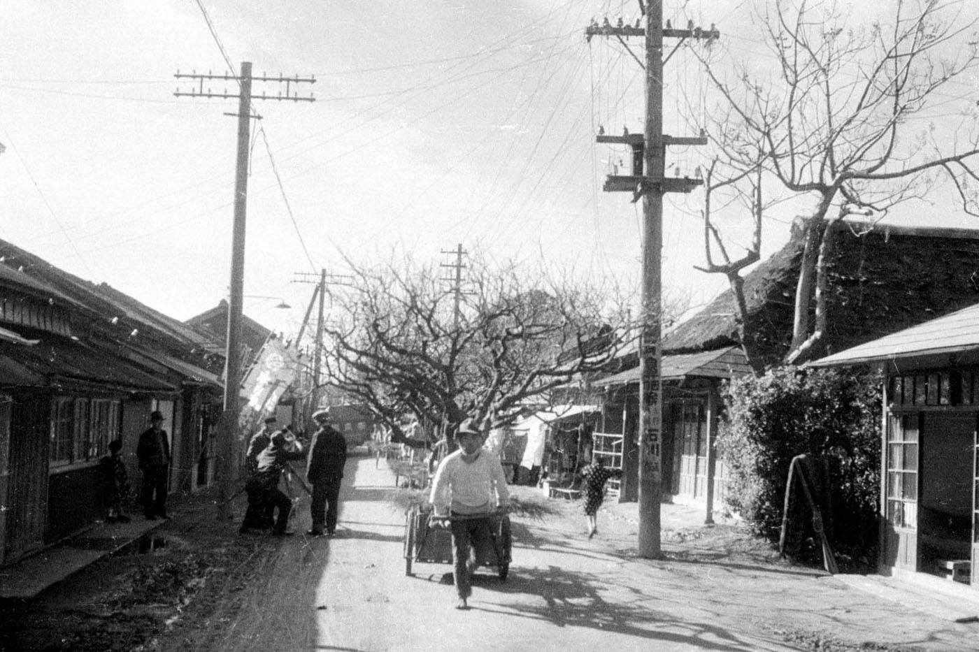 Экспонат #36. Съемочная группа на улицах старого города. Токио. 1932 год