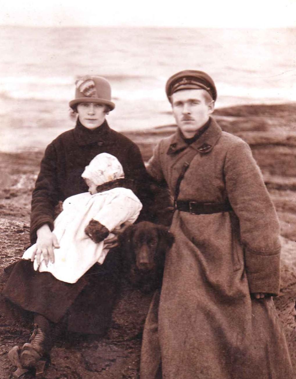 Экспонат #5. Юлий Владиславович Микоша с женой Анной и дочерью Ириной. 1922 год