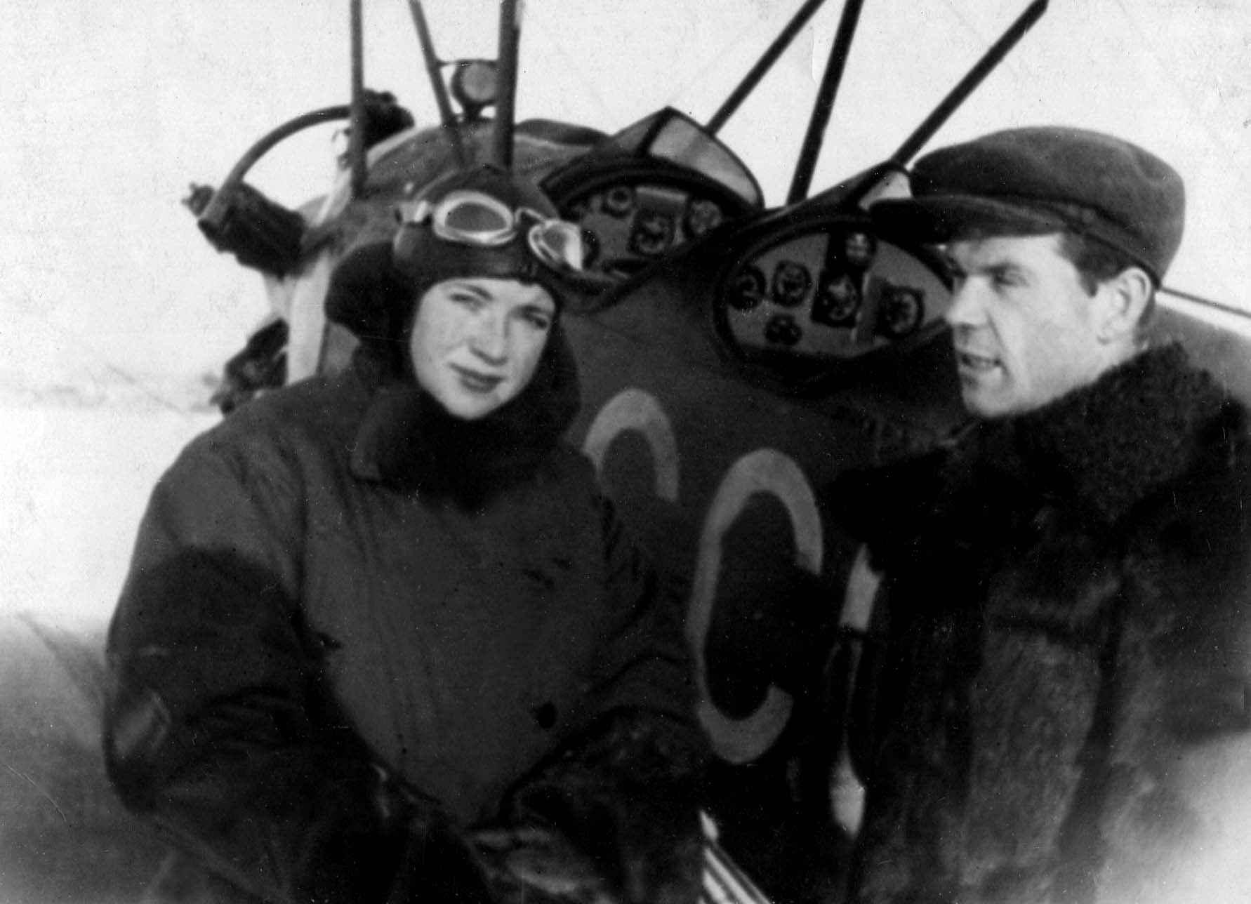 Экспонат #10. С лётчиком-штурманом Мариной Расковой. Середина 30-х годов