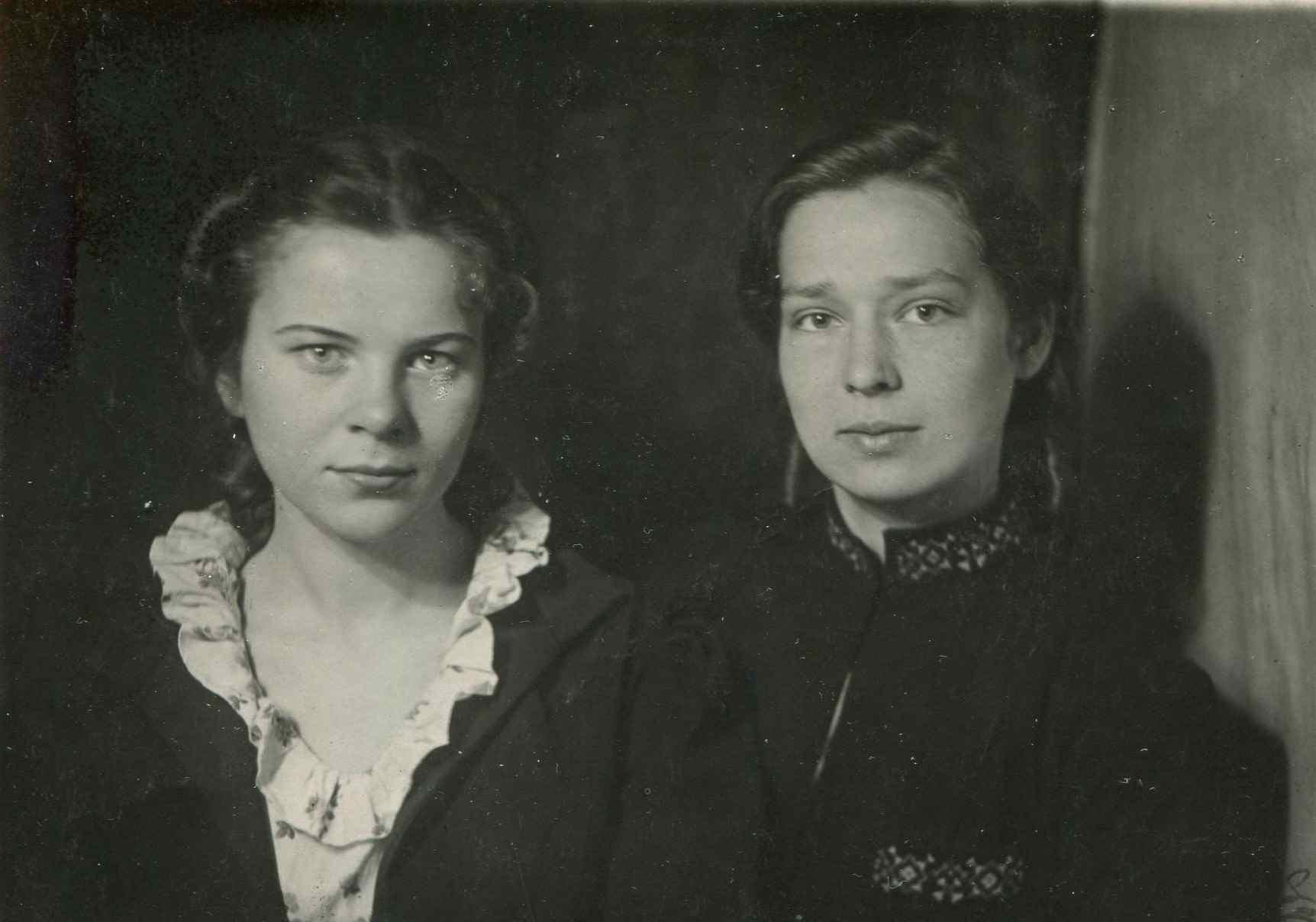 Экспонат #9. Студентки МЭИ — Владилена Мусатова и Лия Дербышева. 21 мая 1943 года