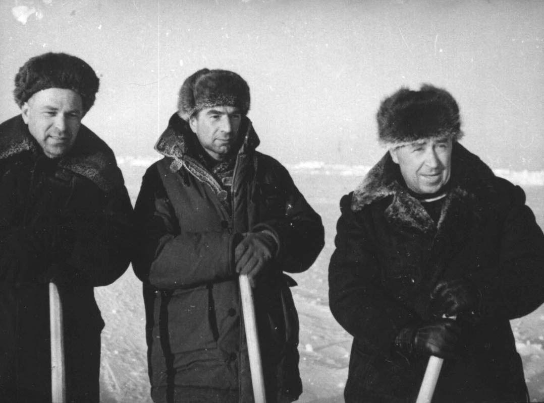 Экспонат #127. Полярники: Острекин, Сузюмов и Мазурук. Арктика (СП-3, СП-4). 1954 год