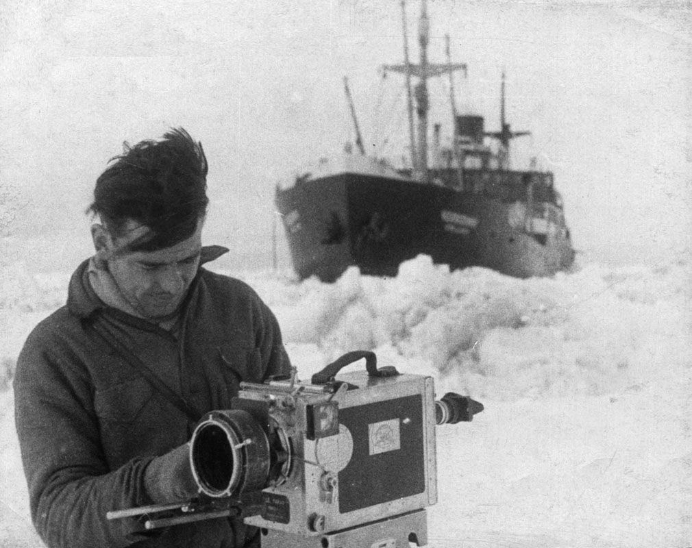 Экспонат #46. Снимает Марк Трояновский. «Челюскин». 1933 год