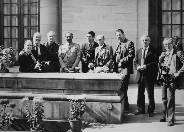 Экспонат #23. Корреспонденты у президентского дворца в Дели. 1980 год