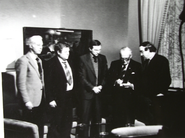 Экспонат #79. Съемочная группа ЦСДФ в гостях у Арманда Хаммера.