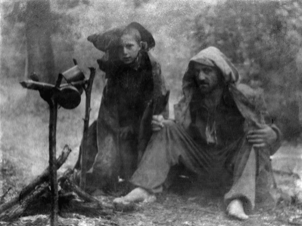 Экспонат #13. С сыном Кириллом на охоте. 1946 год