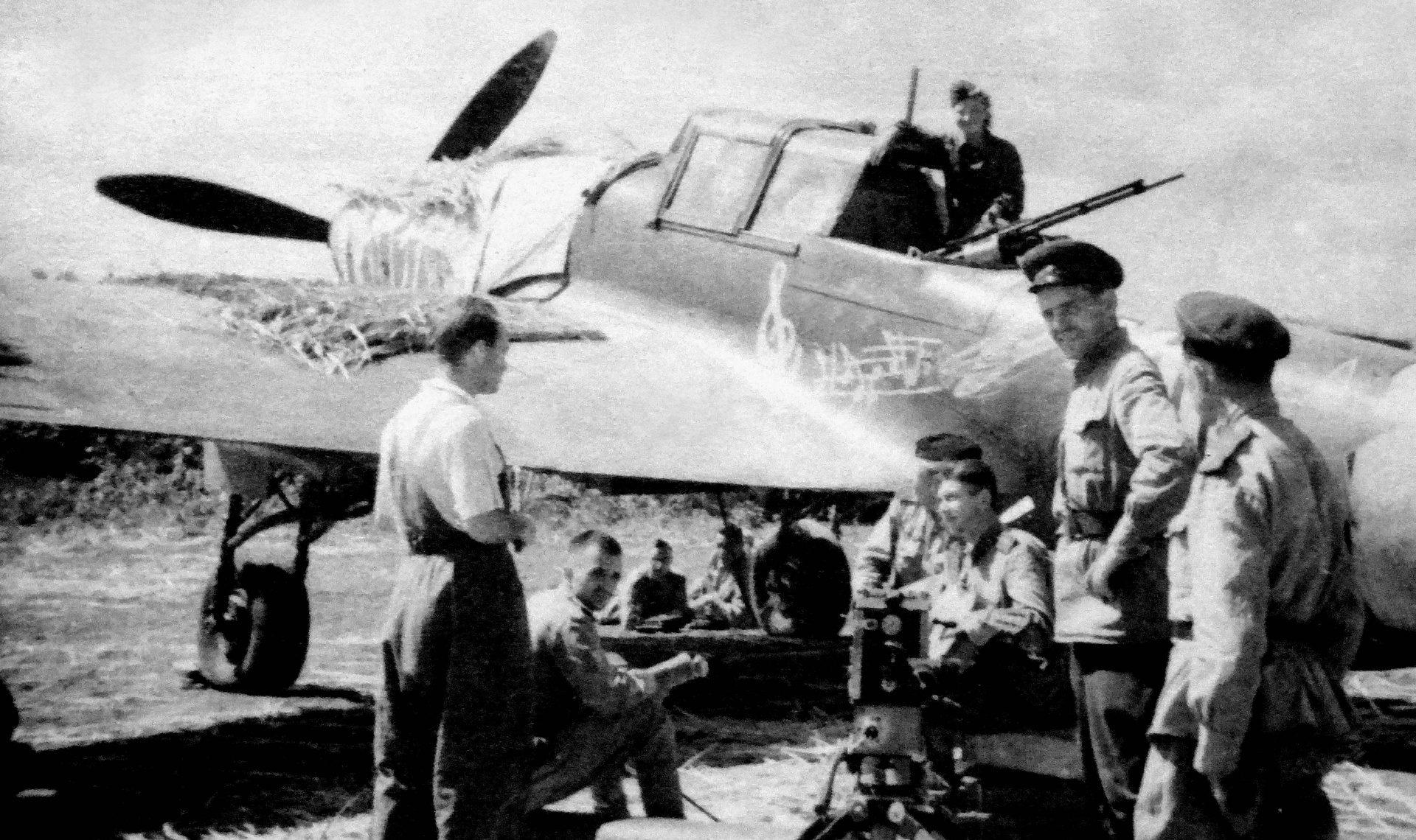 Экспонат #107. Командир Ил-2 Василий Емельяненко. 1943 год