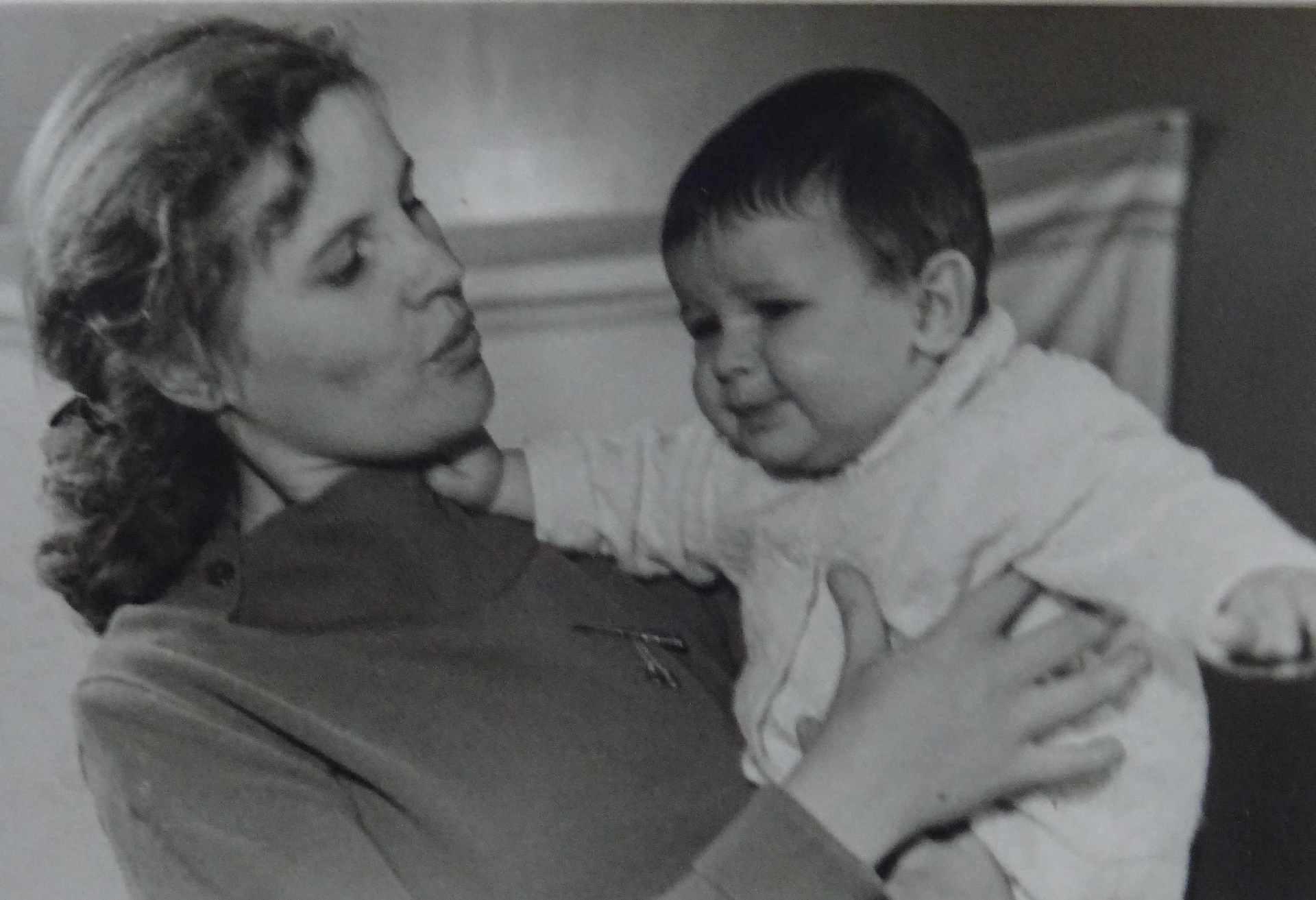 Экспонат #17. Людмила Доронина с сыномЮрием Юрьевичем. Москва, 1960 год