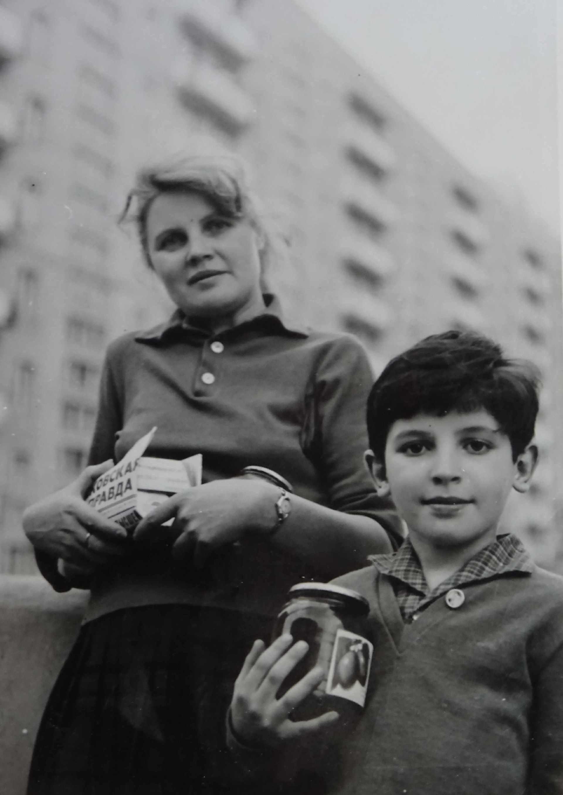 Экспонат #22. Людмила Алексеевна Доронина с сыном Юрием. Москва, конец 60-х годов