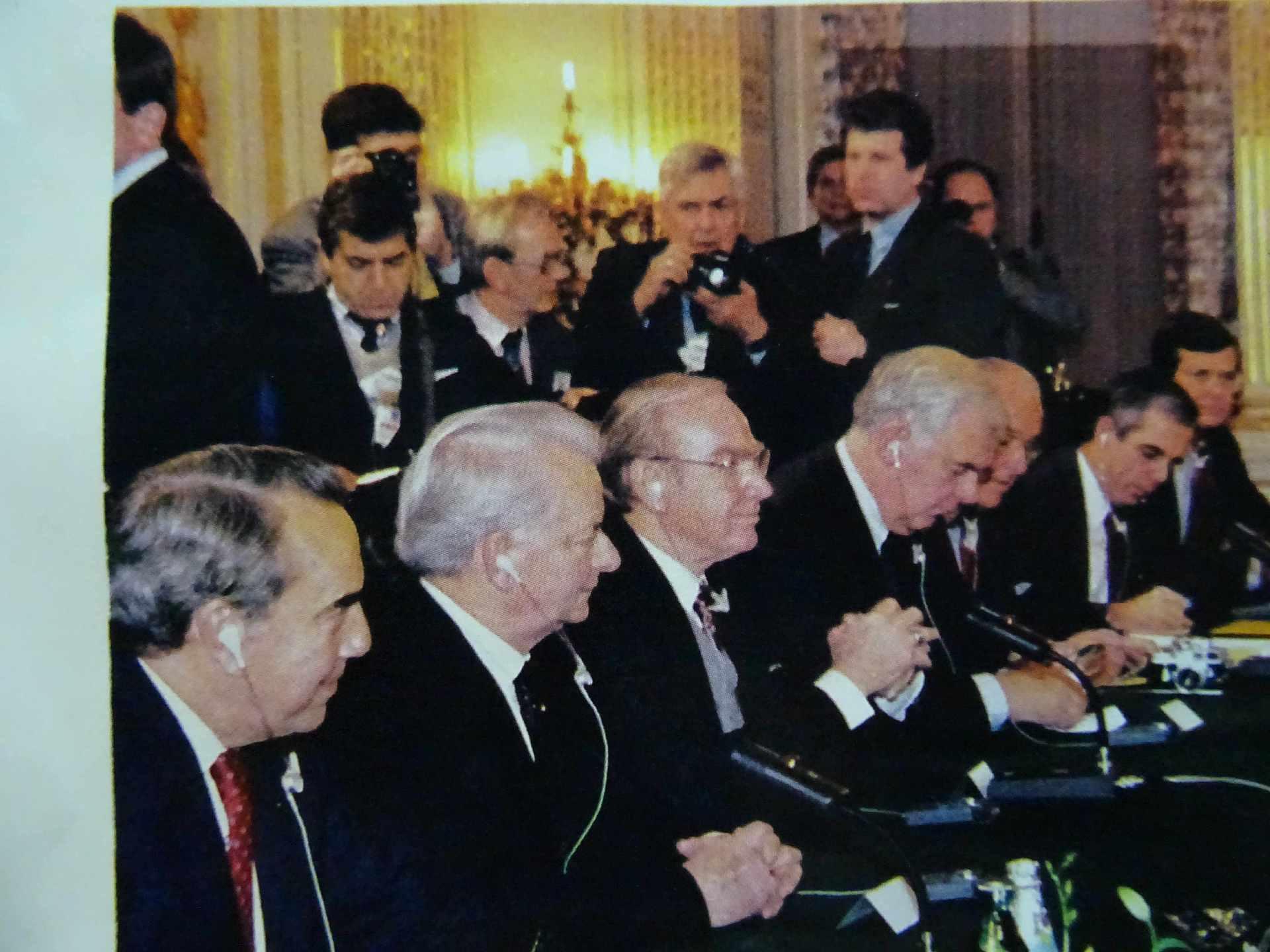 Экспонат #42. В Советском посольстве во время визита Михаила Горбачева в США