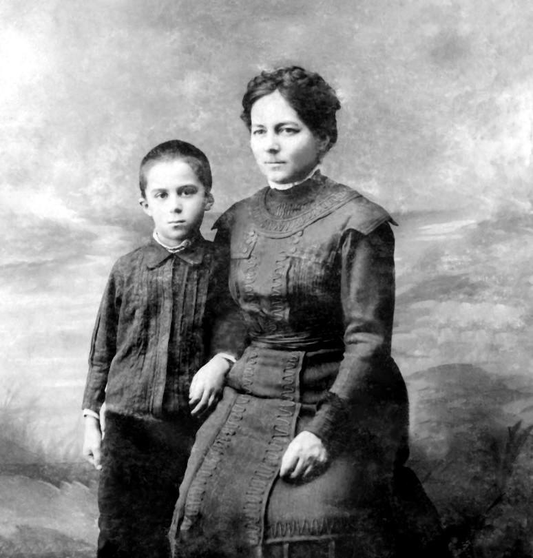 Экспонат #4. С мамой Любовью Васильевной